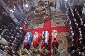 kraljevska-porodica-predsednik-srbije-premijer-srpska-crkva-i-srpski-narod-prisustvovali-ceremoniji-drzavne-sahrane-u-kraljevskom-mauzoleju-na-oplencu[1]