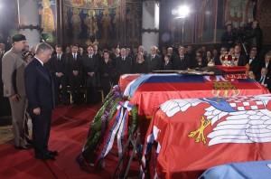 kraljevska-porodica-predsednik-srbije-premijer-srpska-crkva-i-srpski-narod-prisustvovali-ceremoniji-drzavne-sahrane-u-kraljevskom-mauzoleju-na-oplencu[2]