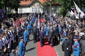 kraljevska-porodica-predsednik-srbije-premijer-srpska-crkva-i-srpski-narod-prisustvovali-ceremoniji-drzavne-sahrane-u-kraljevskom-mauzoleju-na-oplencu[3]