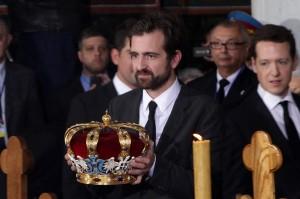 kraljevska-porodica-predsednik-srbije-premijer-srpska-crkva-i-srpski-narod-prisustvovali-ceremoniji-drzavne-sahrane-u-kraljevskom-mauzoleju-na-oplencu[5]