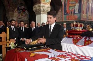 kraljevska-porodica-predsednik-srbije-premijer-srpska-crkva-i-srpski-narod-prisustvovali-ceremoniji-drzavne-sahrane-u-kraljevskom-mauzoleju-na-oplencu[7]