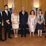 Nj.K.V. Princ Filip, Nj.K.V. Princ naslednik Petar, g-đa Alison Endrjuz, kćerka Kraljevskog para, Nj.K.V. Prestolonaslednik Aleksandar, Nj.K.V. Princeza Katarina, Nj.E. g-đa Kristin Moro, ambasadorka Republike Francuske i Nj.K.V. Princ Aleksandar
