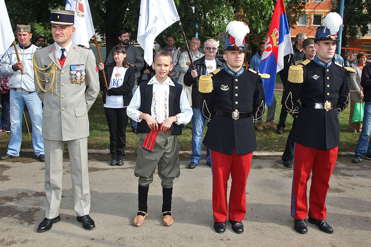 Crown Prince Alexander pays respect to Serbian and French ...