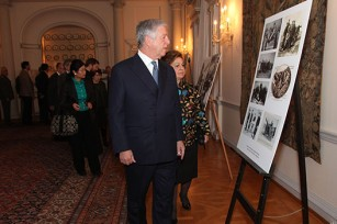 TRH Crown Prince Alexander and Crown Princess Katherine viewing the exhibition