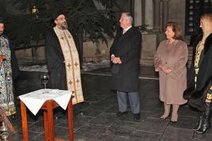 Otac Vukašin Milićević, otac Panajotis Karatasios, Nj.K.V. Prestolonaslednik Aleksandar, Nj.K.V. Princeza Katarina i g-đa Alison Endrjuz