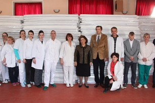 """HRH Crown Princess Katherine and Dr. Zeljko Rodic, Director of the Special Psychiatric Hospital """"Kovin"""" with the hospital staff and the part of the aid delivered"""