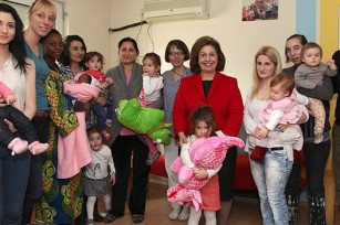Crown Princess Katherine visiting the Infirmary and the Maternal Home