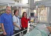Crown Princess Katherine at the intensive care unit of the University Children's Hospital in Tirsova Street where the patient monitor was donated