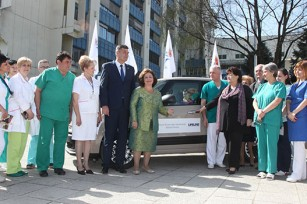 "HRH Crown Princess Katherine with Mayor of Kraljevo Mr Tomislav Ilic and director of Health Center ""Studenica"" Dr Zoran Mrvic and staff of the hospital during official donation of Fiat 500 L to this health institution"
