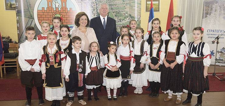 Their Royal Highnesses with children from Cultural Artistic Society Mladost from Kovin