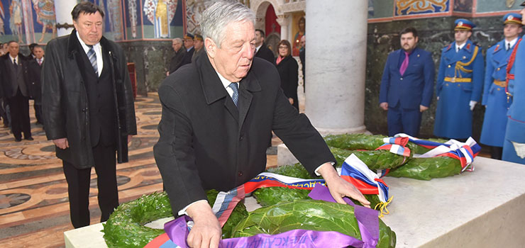 HRH Crown Prince Alexander lays a wreath on the tomb of Karadjordje