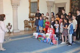 """Children Helping Children"" reception and tour at the Royal palace"
