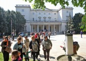 Easter egg hunt in front of the White palace