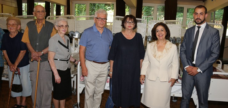 "HRH Crown Princess Katherine with Mrs. Georgina Kirali, Chairperson of the Organizing Committee, her husband, Mr. Richard Sereda from Lifeline Canada Humanitarian Organization and Mr. Ivan Jezdic, manager of the Home ""Vozdovac"""