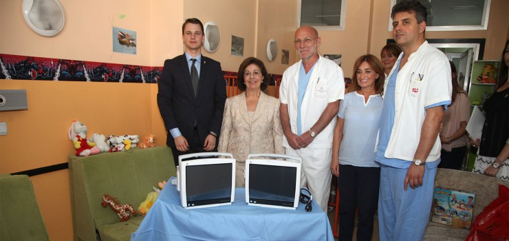 HRH Crown Princess Katherine with Professor Dr. Milos Jokovic, director, the medical staff of the Clinic for Neurosurgery at the Clinical Center of Serbia and Mr. Alexander Ojdrovic, representative of Serbian diaspora from Boston