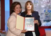 """Nj.K.V. Princeza Katarina i gospođa Radmila Laban, direktorka škole """"Veljko Ramadanović"""""""