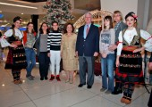 TRH Crown Prince Alexander and Crown Princess Katherine with the participants of the Christmas bazaar