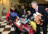 Nj.K.V. Prestolonaslednik Aleksandar na tradicionalnom božićnom prijemu u Belom dvoru