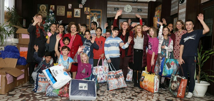 HRH Crown Princess Katherine  and Ms. Donna Sekulich, board member of Lifeline Chicago, on tradicional Christmas visit to Home for Children and Youth ``Mosa Pijade``