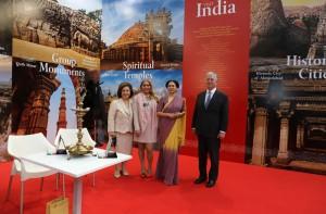 Njihova Kraljevska Visočanstva Prestolonaslednik Aleksandar i Princeza Katarina sa ćerkom Alison i Nj.E. g-đa Narinder Čohan, ambasadorka Indije u Srbiji