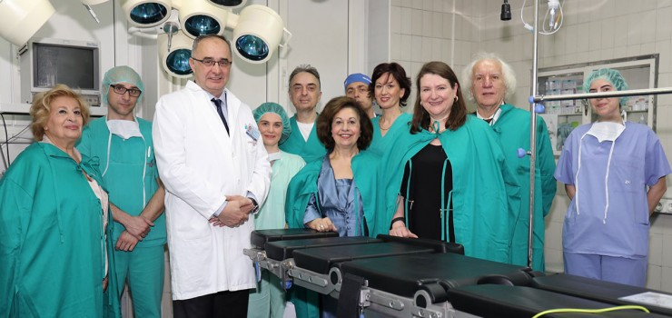 Mrs. Betty Roumeliotis, Prof. Arsovic, HRH Crown Princess Katherine, Ambassador of Canada in Serbia HE Mrs. Csaba and Mr. Slobodan Bekvalac with medical staff of Clinical Center