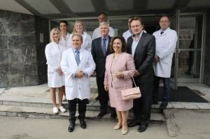 Prof. Dr. Dragos Stojanovic, director of Clinical Hospital Center Zemun, HE Mr. Kyle Scott, United States Ambassador to Serbia, HRH Crown Princess Katherine and Dr. Douglas Jackson, President and CEO of Project C.U.R.E. with the medical staff of Zemun hospital