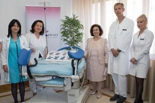 """Nj.K.V. Princeza Katarina, prof. dr Željko Miković, g-đa Beti Rumeliotis i osoblje klinike """"Narodni front"""""""