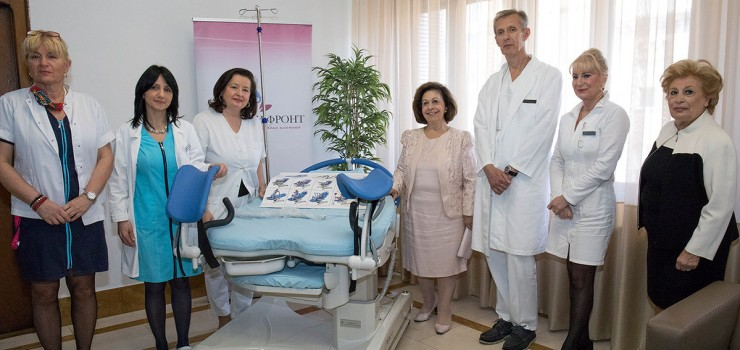 "HRH Crown Princess Katherine, Prof. Dr. Zeljko Mikovic, Mrs. Betty Roumeliotis and medical staff of ""Narodni front"" clinic"