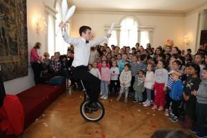 Nastup mađioničara na vaskršnjem prijemu na Belom dvoru
