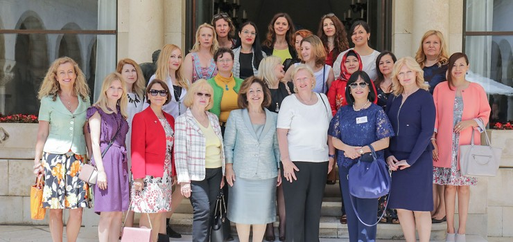 International Women's Club's members in the visit to the Royal Palace