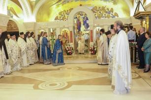 Чин хиротонисања у крипти Храма Светог Саве