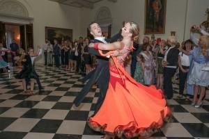 """Manifestacija """"Negujmo plesnu tradiciju"""" na Belom dvoru"""