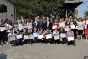 "HRH Crown Prince Alexander, Speaker of the Parliament Mrs Maja Gojkovic and the US Ambassador HE Mr Kyle Scott with the ""Ivo Andric"" school students"