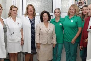"HRH Crown Princess Katherine, Mr. Milovan Ristic and medical staff of the ""Sveti Sava"" hospital"