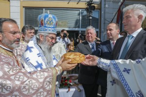 HRH Crown Prince Alexander, His Grace Bishop Jovan of Sumadija, Fr. Samer Youssef, priest of the Antiochian Orthodox Church from San Francisco, Mr. Dragan Jovanovic, President of the Municipal Assembly of Topola, Mr. Dragan Zivanovic, Mayor of Topola, attended the Holy Liturgy and procession in Topola