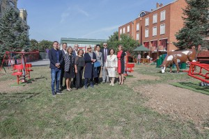"""Mr. Janko Tabakovic, director of the home for children without parental care """"Jovan Jovanovic Zmaj"""", Wuchenich family members, HRH Crown Princess Katherine and Mr. Zoran Milacic, director of the Center for the Protection of Infants, Children and Youth """"Zvecanska"""""""
