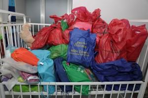 Божићни поклони Принцезе Катарине и организације Лајфлајн Чикаго за београдске дечије болнице