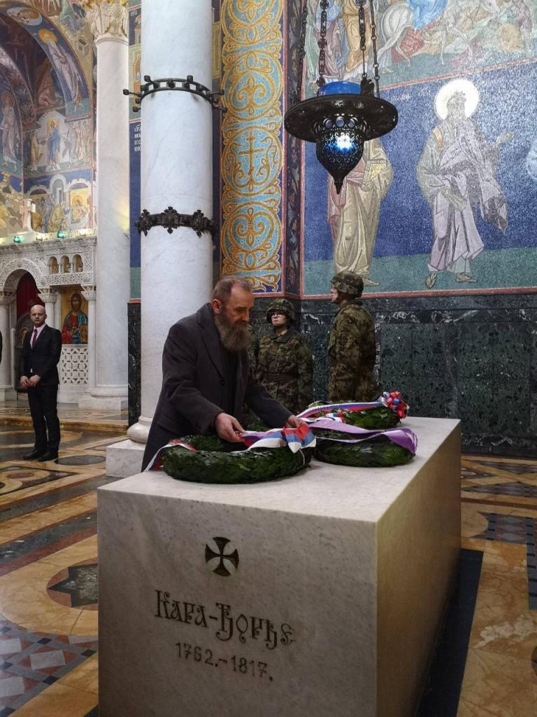 G-din Predrag Marković polaže venac na grob Vrhovnog Vožda Karađorđa