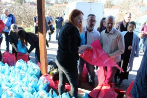 Providing aid to Serbian families in Gracanica