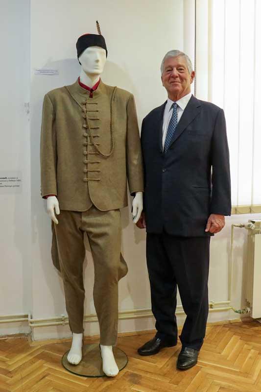 Nj.K.V. Prestolonaslednik Aleksandar pored Sokolske uniforme