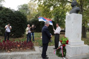 HRH Crown Prince Alexander lays a wreath at the monument of his grandfather HM King Peter I the Liberator
