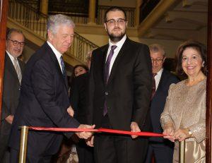 Nj.K.V. sa autorom izložbe, Vidakom Orlovićem