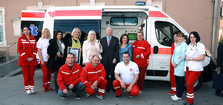 HRH Crown Prince Alexander and Crown Princess Katherine with medical staff of the Emergency Department Krusevac